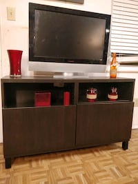 Like new TV stand for big TVs with 2 doors and adj Annandale, 22003