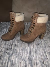 Ankle tie up boots suede style  Langley, V1M 1Z2