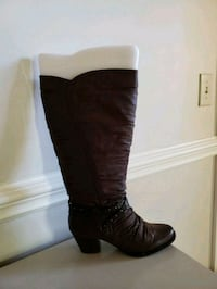 pair of brown leather knee high boots Columbia, 29223