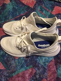 Never worn size 12 men's Reebok