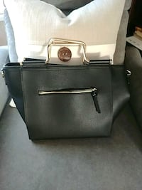 Leather purse with lots of compartments Pitt Meadows, V3Y 1M8