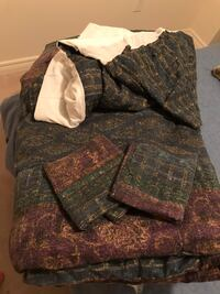 Double bed 2 sided Comforter, Bed Skirt and Pillow Shams Mississauga, L5M 0H9