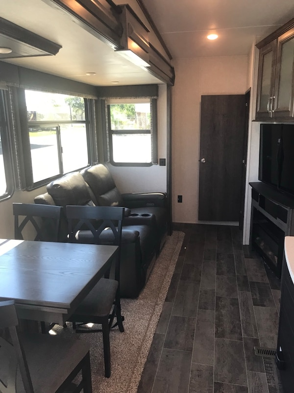 2019 Montana 365 bunkhouse camper fifth wheel 321e6458-19c0-4054-9158-59661384d68c