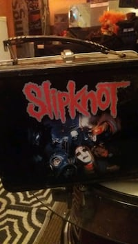 Slipknot lunch box with thermos...
