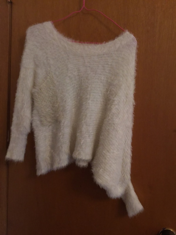 White sweater small size 99% new small size
