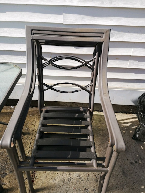 Patio table and 6 chairs 7d165827-fb0f-4bc6-87c7-a012834d1379