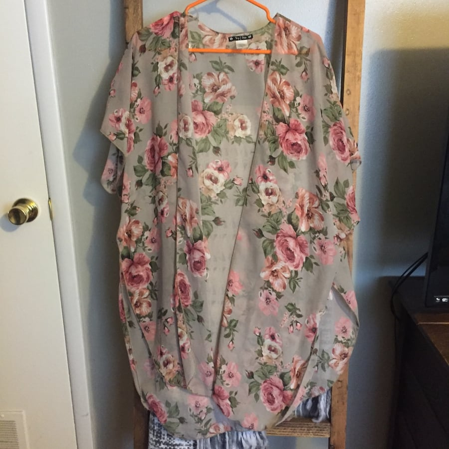 Gently worn clothing. Mostly boutique. $5 eaxh