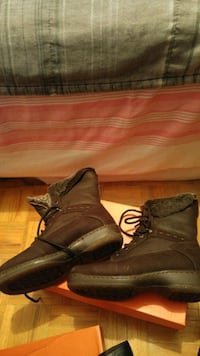 Women's Shoes (Blonde Canada Boots) Mississauga, L5L 2G2