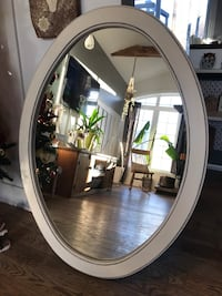 oval mirror with white wooden frame Les Cèdres, J7T 3C7