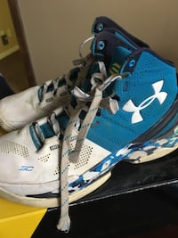 Pair of blue-and-white under armour sneakers Grand Blanc, 48439