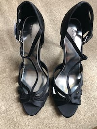 Black-and-gray leather open toe heels