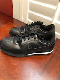 Men's  Sneakers.  Size 9