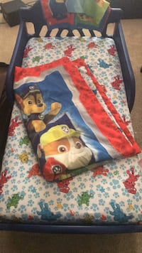 paw patrol toddler bed w/ sheets and blanket