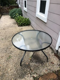 Round outdoor dining table College Park, 20740