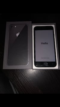 Iphone 8 mint unlocked Toronto, M9R 1L3
