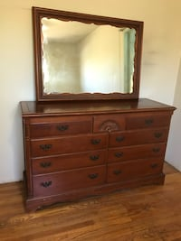 Decorative dresser with mirror La Puente