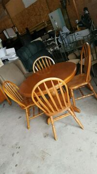 solid wood dinning set  Brampton, L6X