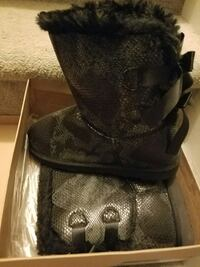 Black and gray snake skin boots. Never used. Women size 11. Annandale, 22003