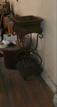 Plant stand real wood great condition