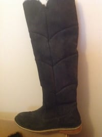 Size 9 UGG boots Kingston, K7P 2A1