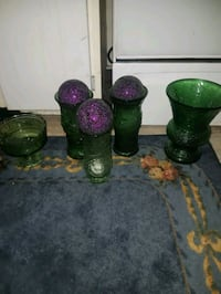 2 glass vase and 3 decorative accents w/ balls