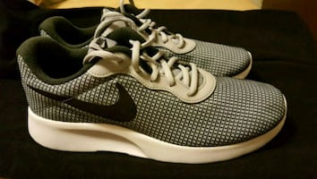 Nike shoes new size 8.0m 9.5w