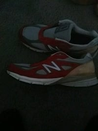 pair of gray-and-red running shoes Suitland-Silver Hill, 20746