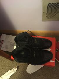 pair of black Nike basketball shoes Hagerstown, 21740