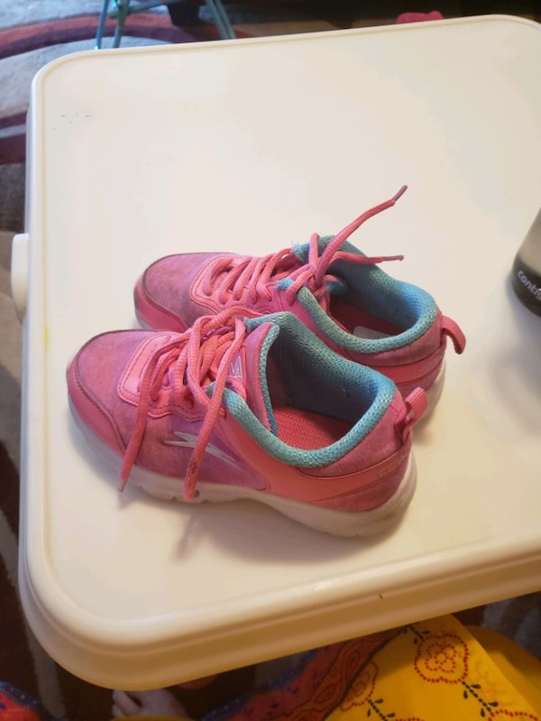 assorted color of shoes lot 89067a0a-a034-49bb-9383-7aa21fbc8507