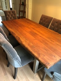 Hardwood dining table( only used half a year) Toronto, M5J 2Y4