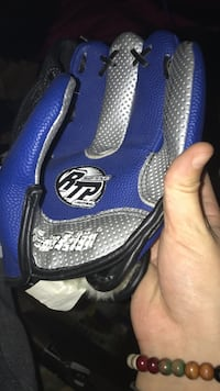 Blue and gray rtp leather baseball mitt  Seattle, 98125