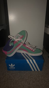 Turquoise, pink, and purple pumas Laurel, 20707