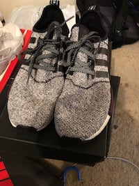 pair of gray Adidas Yeezy Boost 350 43 km