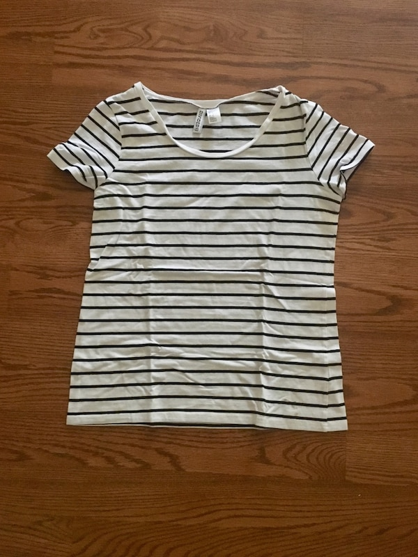 NEW H&M Black and White Scoopneck T-Shirt Size L