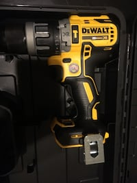 NEW NEVER USED DEWALT 20v XR BRUSHLESS HAMMER DRILL 2 SPEED W/ CARRYING CASE NO BATTERY OR CHARGER PRICE FIRM  Merced, 95340