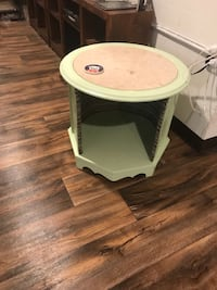 Pet bed end table  Linthicum Heights, 21090