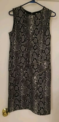 Michael Kors size 8 snake print dress Kamloops, V2B 3L1