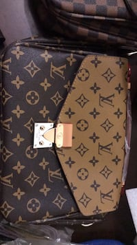 Lv purse & cross body