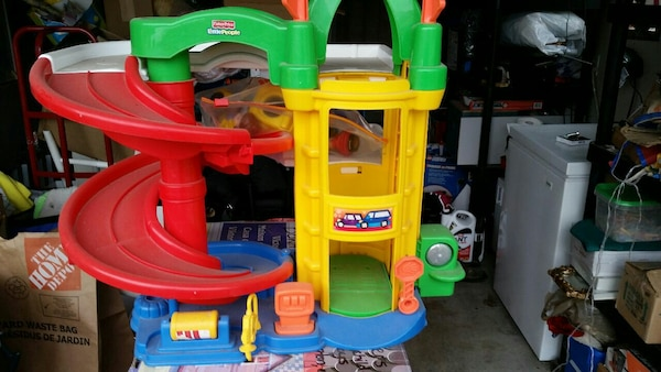 Little People Garage : Used little people garage with cars for sale in bowmanville letgo