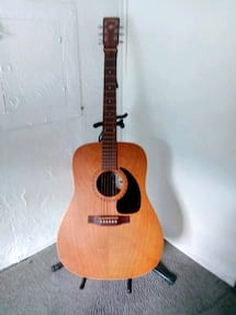 Art & lutherie acoustic guitar wild cherry with case and strap