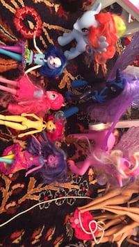 My Little Pony lot of toys / 3 ponies and 4 dolls (one doll is missing dress). All in great condition.