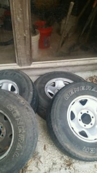 Tacoma rims/hub caps / 2 sets of lugs