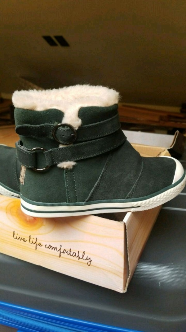 Bearbaw size 12Y green boots
