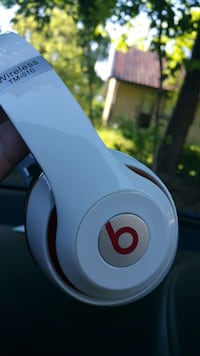 White beats wireless tm-010