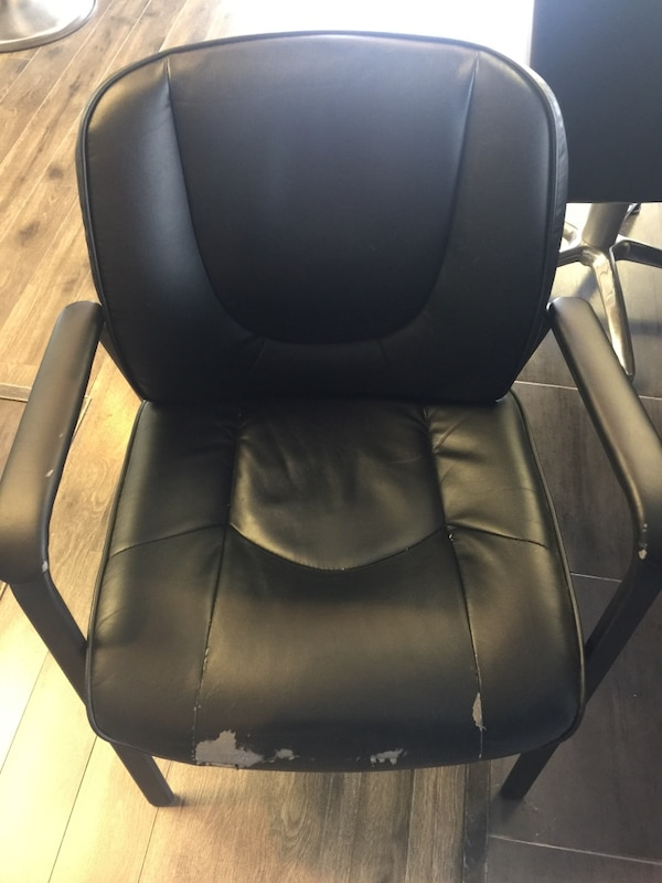 4 black chairs $50 for all e5102ce0-13af-4099-bc07-95ca08a86345