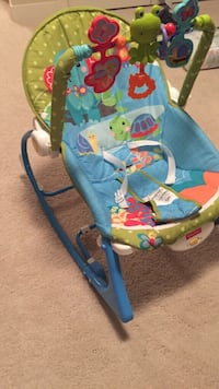 Infant chair with sound/Vibrator Fort Saskatchewan, T8L