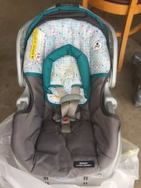 Baby's gray and teal car seat carrier Clinton, 61727