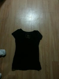women's black scoop-neck t-shirt Lethbridge, T1H 4T6