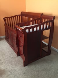 brown wooden crib with changing table Leesburg, 20176