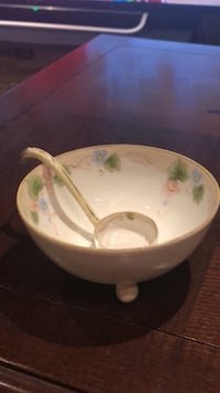 Nippon bowl with serving spoon  Vaughan, L4J 6Y3